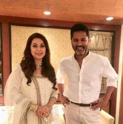 Juhi Chawla and Prabhudeva pose for a lovely photo – UPHINDIA